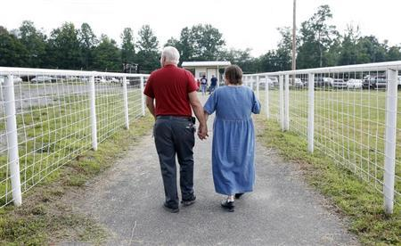 A couple leaves the Remote Area Medical (RAM) health clinic at the Wise County Fairgrounds in Wise, Virginia July 24, 2009. REUTERS/Shannon Stapleton