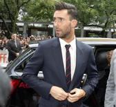 """Солист рок-группы Maroon 5 Адам Левин на премьере фильма """"Может ли песня спасти тебе жизнь?"""" на кинофестивале в Торонто 7 сентября 2013 года. Американский певец Адам Левин, вокалист рок-группы Maroon 5 и один из членов жюри шоу """"The Voice"""", назван журналом People самым сексуальным из ныне живущих мужчин. REUTERS/Fred Thornhill"""