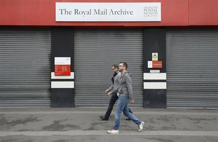 Pedestrians walk past the British Postal Museum at Mount Pleasant sorting office in central London, October 19, 2013. REUTERS/Paul Hackett