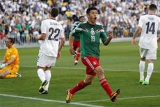 Mexico's Oribe Peralta celebrates after scoring a goal as New Zealand's Glen Moss, Andrew Durante and Storm Roux (L-R) react during their 2014 World Cup qualifying playoff second leg soccer match at Westpac Stadium in Wellington November 20, 2013. REUTERS/Anthony Phelps
