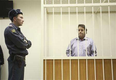 Peter Willcox, captain of the Greenpeace ship Arctic Sunrise, sits in the defendants' cage during a court hearing in St. Petersburg November 20, 2013. REUTERS/Maxim Zmeyev