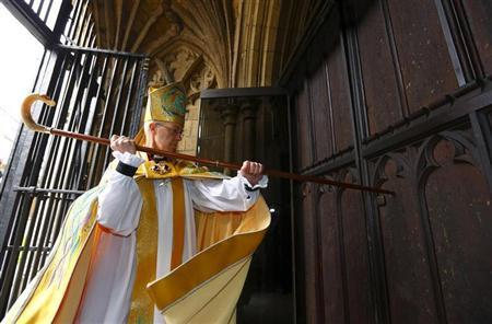 The new Archbishop of Canterbury Justin Welby knocks on the door of Canterbury Cathedral as he arrives for his enthronement ceremony, in Canterbury, southern England March 21, 2013. REUTERS/Chris Ison/Pool