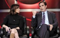"Elizabeth Vargas (L) and Bob Woodruff, co-hosts of ABC's ""World News Tonight"", participate in a Q&A session with reporters at the Television Critics Association press tour in Pasadena, California January 21, 2006. REUTERS/Chris Pizzello"