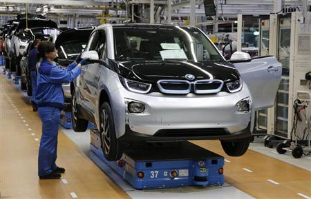 A worker makes final checks at the serial production BMW i3 electric car in the BMW factory in Leipzig September 18, 2013. REUTERS/Fabrizio Bensch