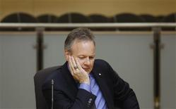 Bank of Canada Governor Stephen Poloz waits to testify before the Senate banking committee in Ottawa November 20, 2013. REUTERS/Chris Wattie