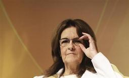 A presidente-executiva da Petrobras, Maria das Graças Foster, fala ao público durante uma conferência em São Paulo. A Petrobras confirmou, por meio de comunicado divulgado na noite de quarta-feira, que a reunião de seu Conselho de Administração, que estava prevista para ocorrer na sexta-feira, foi adiada para 29 de novembro. 24/10/2013 REUTERS/Nacho Doce