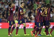 Barcelona's Neymar (L) celebrates with teammates after scoring against Real Betis during their Spanish First Division soccer match at Benito Villamarin stadium in Seville, November 10, 2013. REUTERS/Marcelo del Pozo