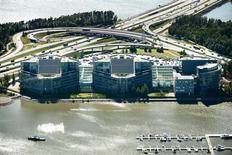 Vista aérea da sede da Nokia em Espoo, na Finlândia. A Nokia informou que planeja entregar o aluguel de seu edifício-sede para a Microsoft quando a companhia norte-americana assumir os negócios com celulares do grupo finlandês no início do próximo ano. 14/06/2012. REUTERS/Benjamin Suomela/Lehtikuva