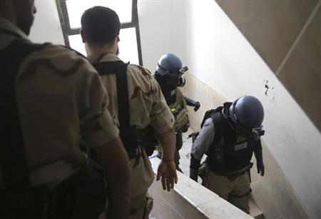 U.N. chemical weapons experts leave a building after they inspected it for an alleged chemical weapons attack, in the Ain Tarma neighbourhood of Damascus August 29, 2013. REUTERS/Mohamed Abdullah