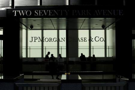 People walk inside JP Morgan headquarters in New York, October 25, 2013. REUTERS/Eduardo Munoz