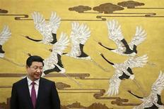 Председатель КНР Си Цзиньпин на официальной церемонии в Пекине 16 сентября 2013 года. Си планирует в ближайшие месяцы продвинуть по карьерной лестнице ряд союзников в ходе масштабных перестановок в руководстве Компартии, правительстве и армии, сообщили три разных источник со связями в верхах. REUTERS/Feng Li/Pool