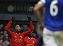 Liverpool's Daniel Sturridge (C) celebrates after scoring a goal against Everton during their English Premier League soccer match at Goodison Park in Liverpool, northern England November 23, 2013. REUTERS/Phil Noble