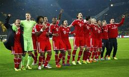 Bayern Munich's players celebrate victory against Borussia Dortmund during their German first division Bundesliga soccer match in Dortmund, November 23, 2013. REUTERS/Kai Pfaffenbach