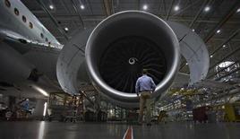 Boeing a invité plus d'une dizaine de sites américains à participer à une procédure de sélection du lieu où sera construit son avion 777 de nouvelle génération. /Photo prise le 18 octobre 2012/REUTERS/Andy Clark