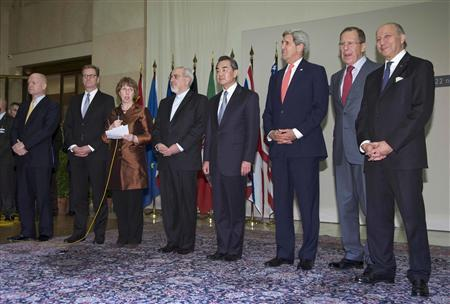 (L-R) British Foreign Secretary William Hague, Germany's Foreign Minister Guido Westerwelle, EU foreign policy chief Catherine Ashton, Iranian Foreign Minister Mohammad Javad Zarif, Chinese Foreign Minister Wang Yi, U.S. Secretary of State John Kerry, Russia's Foreign Minister Sergei Lavrov and French Foreign Minister Laurent Fabius gather at the United Nations Palais in Geneva November 24, 2013. REUTERS/Carolyn Kaster/Pool