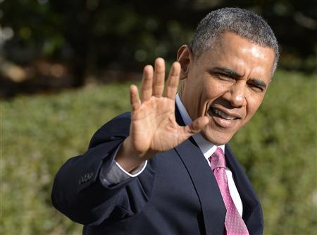 U.S. President Barack Obama waves to the press as he departs the White House, in Washington, November 24, 2013, for a 3-day swing trip to Seattle, San Francisco and Los Angeles, where he will attend Democratic Party functions and make remarks at an immigration event. REUTERS/Mike Theiler