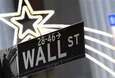 La Bourse de New York a ouvert en hausse lundi, poursuivant sur sa lancée de la semaine dernière à l'orée d'une semaine qui sera écourtée par la fête de Thanksgiving. Quelques minutes après le début des échanges, le Dow Jones gagne 0,15%, le Standard & Poor's 500 progresse de 0,27% et le Nasdaq prend 0,3%. /Photo d'archives/REUTERS/Brendan McDermid
