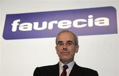 Répétition du titre de la photo. / Yann Delabrière, PDG de Faurecia. L'équipementier automobile a annoncé viser à l'horizon 2016 un chiffre d'affaires supérieur à 21 milliards d'euros, soit une croissance de l'ordre de 20% en quatre ans, moins ambitieuse que les objectifs précédents présentés par le groupe. /Photo prise le 12 février 2013/REUTERS/Philippe Wojazer