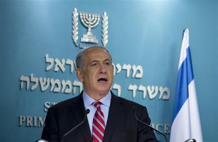 Israel's Prime Minister Benjamin Netanyahu delivers a statement at his office in Jerusalem November 24, 2013. REUTERS/Baz Ratner