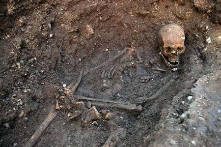 The skeleton of Richard III is seen in a trench at the Grey Friars excavation site in Leicester, central England, in this picture provided by the University of Leicester and received in London on February 4, 2013. REUTERS/University of Leicester/Handout