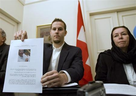 Christine Levinson (R), wife of former FBI agent Robert Levinson, watches as her son Daniel Levinson displays a web print of his father's picture to journalists while attending a news conference at Switzerland's embassy in Tehran December 22, 2007. REUTERS/Morteza Nikoubazl