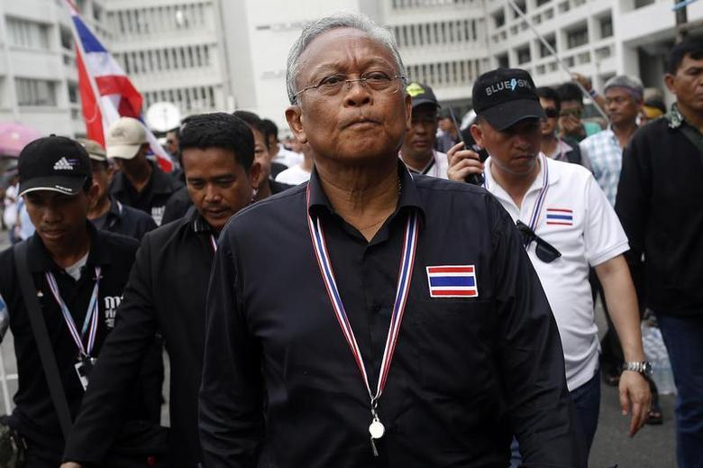 Protest leader and former deputy prime minister Suthep Thaugsuban (C) walks in the Finance Ministry compound after anti-government protesters occupied it, in Bangkok November 26, 2013. REUTERS/Damir Sagolj