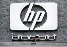Hewlett Packard est à suivre mercredi sur les marchés américains après avoir fait état la veille d'une baisse moins marquée que prévu de son chiffre d'affaires trimestriel. /Photo d'archives/REUTERS/Charles Platiau