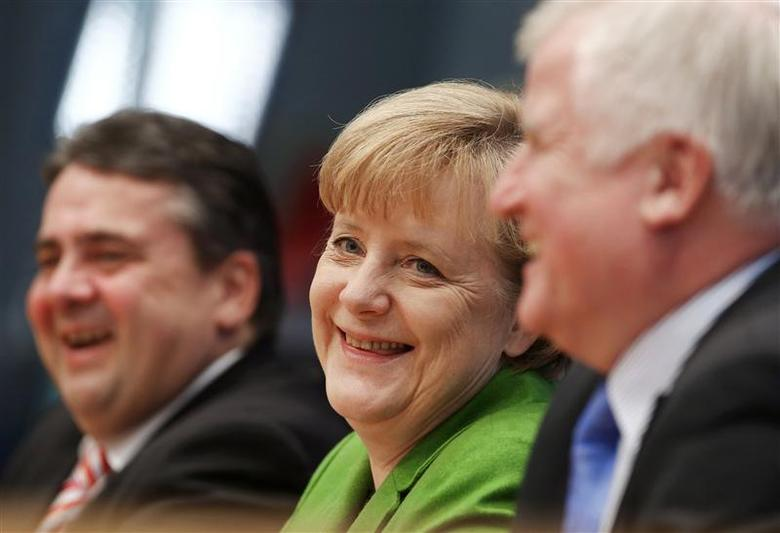 Party leaders German Chancellor Angela Merkel (C) of the Christian Democratic Union (CDU), Horst Seehofer (R) of the Christian Social Union (CSU) and Sigmar Gabriel of the Social Democratic Party (SPD) attend a news conference after signing a preliminary agreement, which has still to be approved by the members of the SPD, in the Bundespressekonferenz in Berlin, November 27, 2013. REUTERS/Thomas Peter