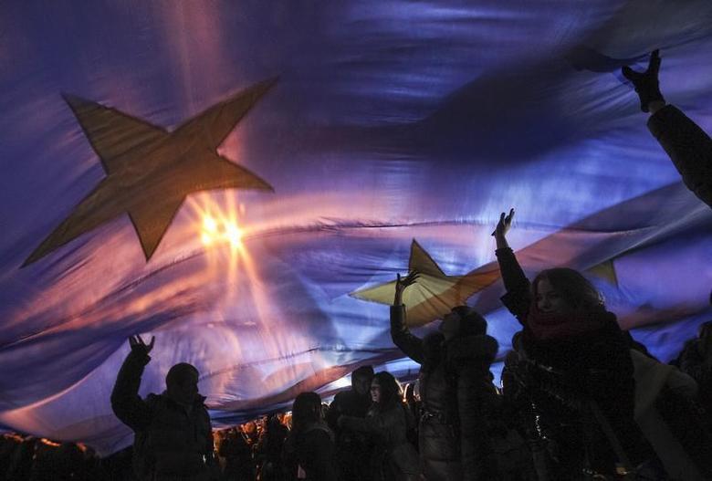 Students attend a rally in support of EU integration in Kiev November 26, 2013. REUTERS/Valentyn Ogirenko