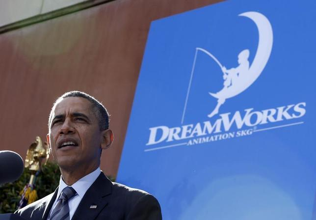 U.S. President Barack Obama speaks to workers on the economy at DreamWorks Animation in Glendale, California November 26, 2013. REUTERS/Jason Reed