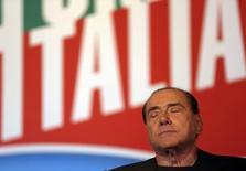 Экс-премьер Италии Сильвио Берлускони во время выступления в Риме 27 ноября 2013 года. Итальянский Сенат в среду исключил из парламента Сильвио Берлускони после того, как суд признал его виновным в уклонении от уплаты налогов. REUTERS/Yara Nardi