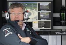 Diretor da equipe de Fórmula 1 Mercedes, Ross Brawn, durante sessão de treinos para o Grande Prêmio da Alemanha, no circuito de Nuerburbring. 5/07/2013. REUTERS/Kai Pfaffenbach