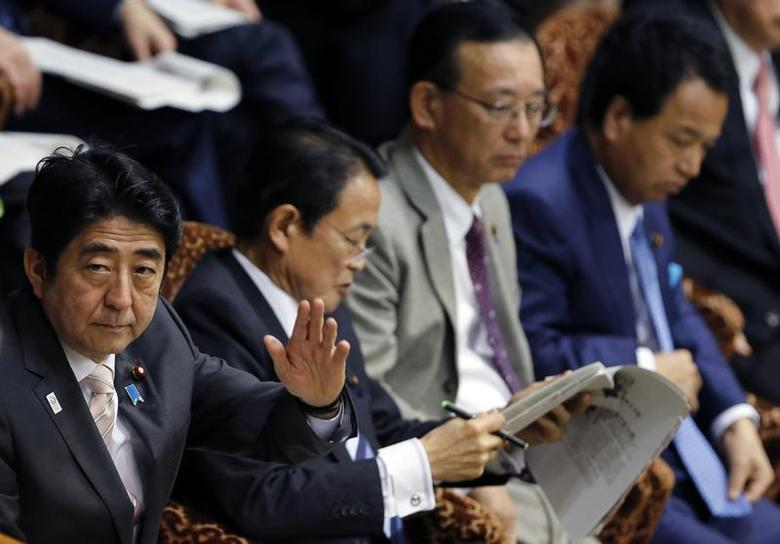 Japan's Prime Minister Shinzo Abe (L) rises his hand next to his cabinet menbers, (2nd L-R) Finance Minister Taro Aso, Justice Minister Sadakazu Tanigaki and Economics Minister Akira Amari during an upper house budget committee session at the parliament in Tokyo February 19, 2013. REUTERS/Toru Hanai