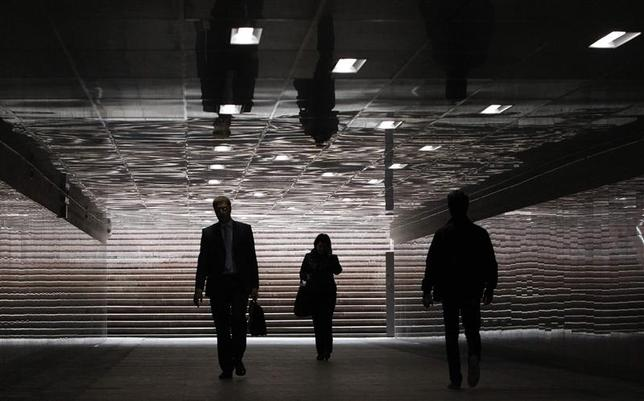 People walking through an underground passage are reflected in its ceiling in Moscow, in this September 10, 2013 file photo. REUTERS/Maxim Shemetov/Files