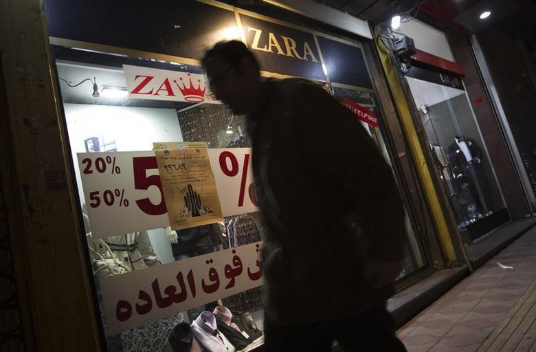 EDITORS' NOTE: Reuters and other foreign media are subject to Iranian restrictions on leaving the office to report, film or take pictures in Tehran. An Iranian man walks past a dress shop in central Tehran March 1, 2012. REUTERS/Morteza Nikoubazl