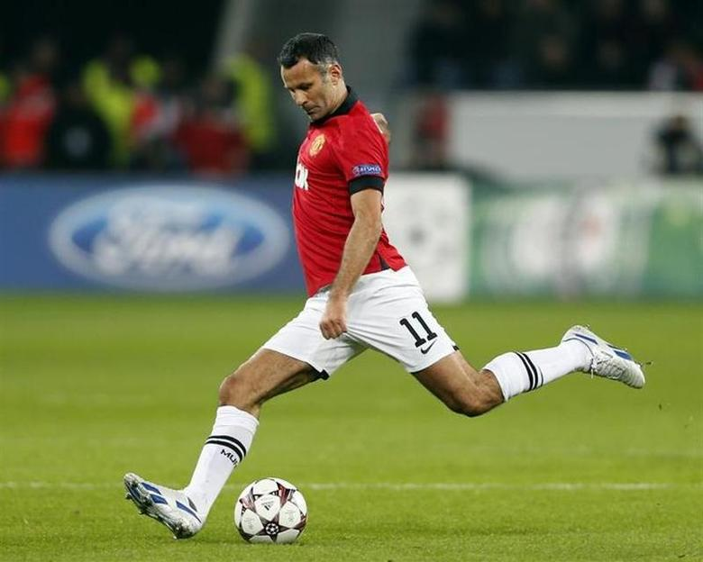Manchester United's Ryan Giggs kicks the ball during the Champions League Group A soccer match against Bayer Leverkusen at the BayArena in Leverkusen November 27, 2013. REUTERS/Wolfgang Rattay
