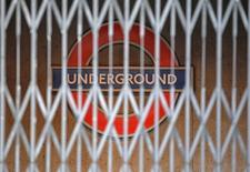 Le gouvernement britannique a vendu une station de métro désaffectée de Londres, utilisée pendant la guerre comme centre de commandement de la défense aérienne, pour faire entrer de l'argent dans les caisses de l'Etat. /Photo d'archives/REUTERS/Luke MacGregor