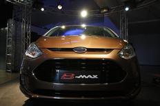Ford B-Max é exibido na Romênia durante sua apresentação oficial em Bucareste. A Ford vai interromper a produção em sua fábrica de carros na Romênia por mais sete dias antes do recesso de Natal em dezembro por uma continuada baixa demanda no mercado europeu, disse a montadora norte-americana nesta sexta-feira. 22/03/2012. REUTERS/Bogdan Cristel