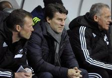 Swansea's manager Michael Laudrup (C) during their Europa League soccer match against Valencia at the Liberty Stadium in Swansea, Wales, November 28, 2013. REUTERS/Rebecca Naden