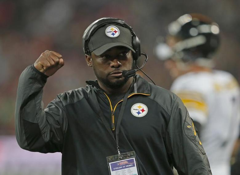 Pittsburgh Steelers head coach Mike Tomlin directs his team's play in the third quarter of play against the Minnesota Vikings during their NFL football game at Wembley Stadium in London, September 29, 2013. REUTERS/Eddie Keogh