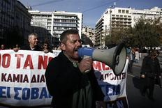 Protesters march during a rally organised by unions from the state health sector against the government's plans for cutbacks in medical staff and hospitals in Athens November 29, 2013. REUTERS/Yorgos Karahalis
