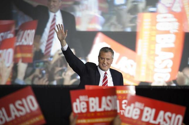 Liberal Democrat Bill de Blasio gestures as he walks onstage during his election victory party at the Park Slope Armory in New York November 5, 2013. REUTERS/Carlo Allegri