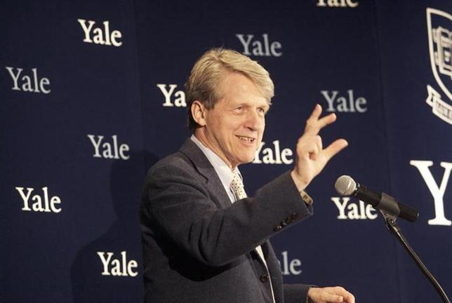 Robert Shiller, one of three American scientists who won the 2013 economics Nobel prize, attends a press conference in New Haven, Connecticut October 14, 2013.