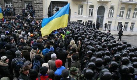 عالمي مئات الآلاف المتظاهرين اوكرانيا يحتلون مجلس بلدية كييف ?m=02&d=20131201
