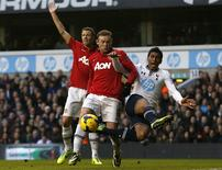 Tottenham Hotspur's Paulinho (R) challenges Manchester United's Wayne Rooney during their English Premier League soccer match at White Hart Lane in London December 1, 2013. REUTERS/Suzanne Plunkett