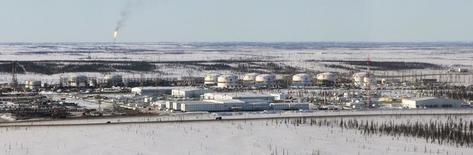 Вид на Ванкорское месторождение Роснефти 14 апреля 2010 года. Посуточная добыча нефти в РФ незначительно выросла в ноябре 2013 года относительно предыдущего месяца, но побила очередной рекорд со времен СССР - 10,61 миллиона баррелей в сутки, показали данные ЦДУ ТЭК. REUTERS/Ilya Naymushin