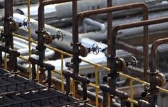 La production de pétrole brut de la Russie, premier producteur mondial, a atteint en novembre un nouveau plus haut de l'ère post-soviétique à 10,61 millions de barils par jour (bpj), soit 43,44 millions de tonnes, selon le ministère de l'Energie. /Photo d'archives/REUTERS/Maxim Shemetov