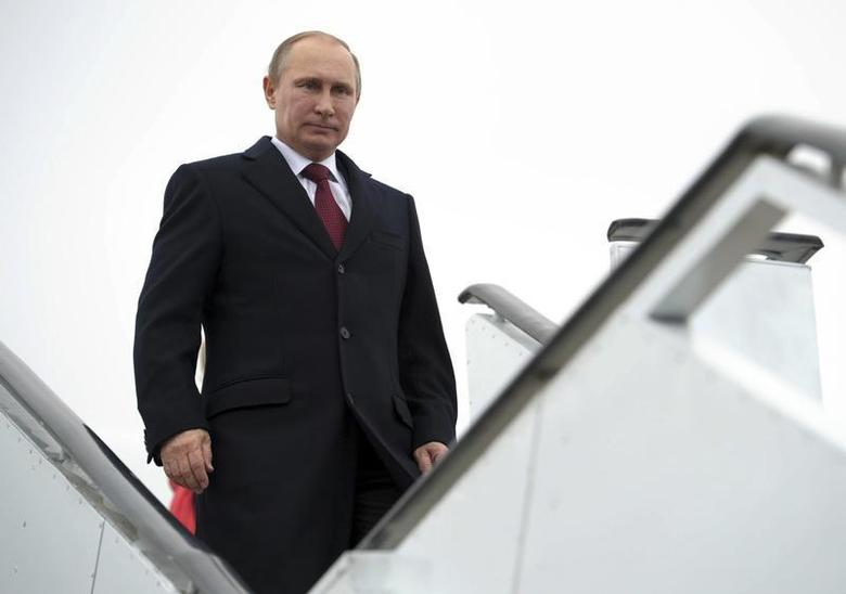 Russian President Vladimir Putin descends from his plane after arriving in the Armenian city of Gyumri December 2, 2013. REUTERS/Aleksey Nikolskyi/RIA Novosti/Kremlin