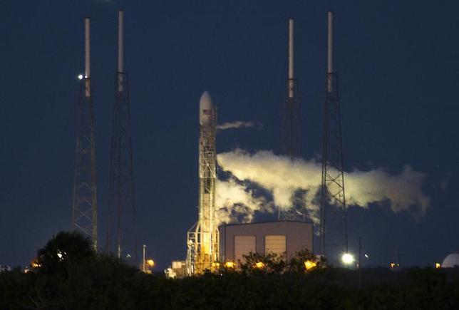 The unmanned Space Exploration Technologies' Falcon 9 rocket is seen before liftoff at Cape Canaveral, Florida November 28, 2013. REUTERS/Michael Brown