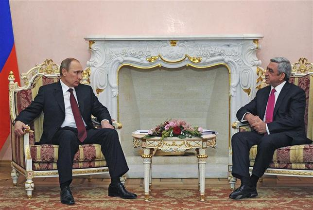 Russian President Vladimir Putin (L) and Armenian President Serge Sarksyan talk during their meeting in Yerevan December 2, 2013. REUTERS/Aleksey Nikolskyi/RIA Novosti/Kremlin